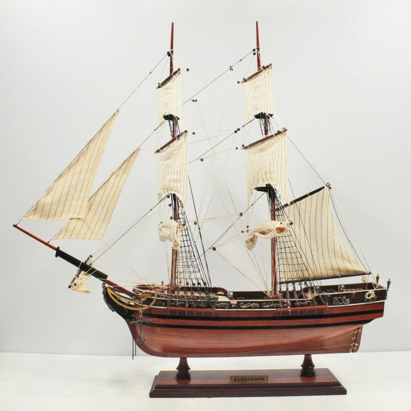 Handgefertigtes Schiffsmodell aus Holz der Elcazador