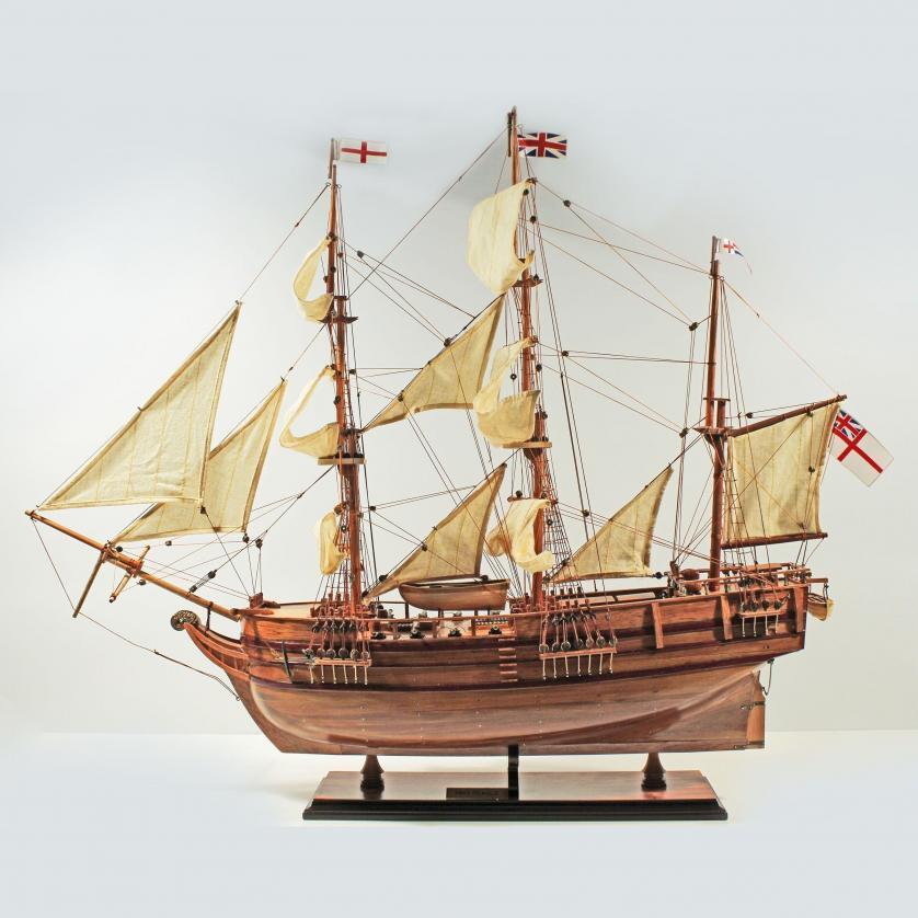Handgefertigtes Schiffsmodell aus Holz der HMS Beagle