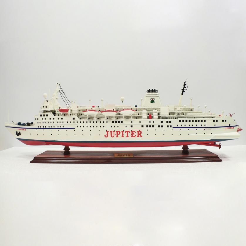 Handgefertigtes Schiffsmodell aus Holz der Jupiter