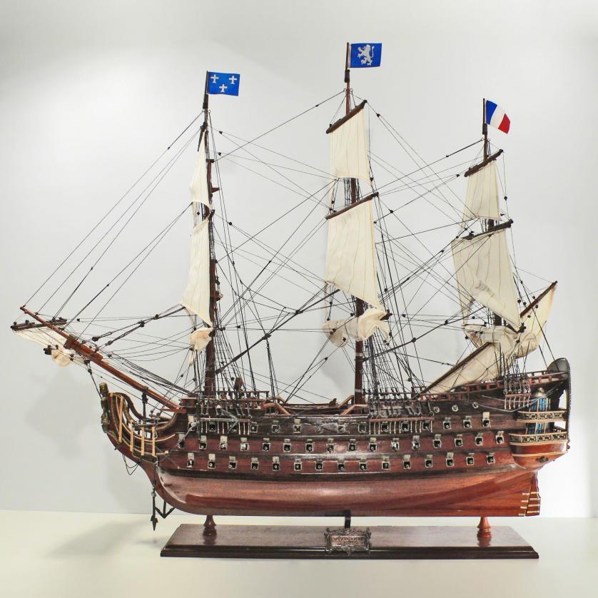 Handgefertigtes Schiffsmodell aus Holz der Royal Luis