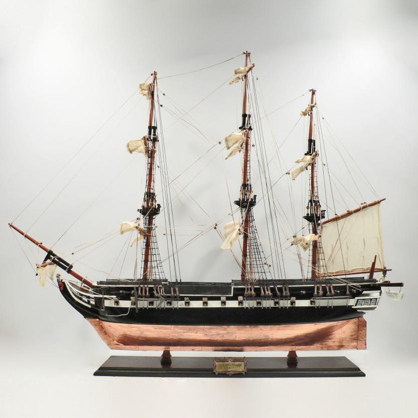 Handgefertigtes Schiffsmodell aus Holz der Trinomalee