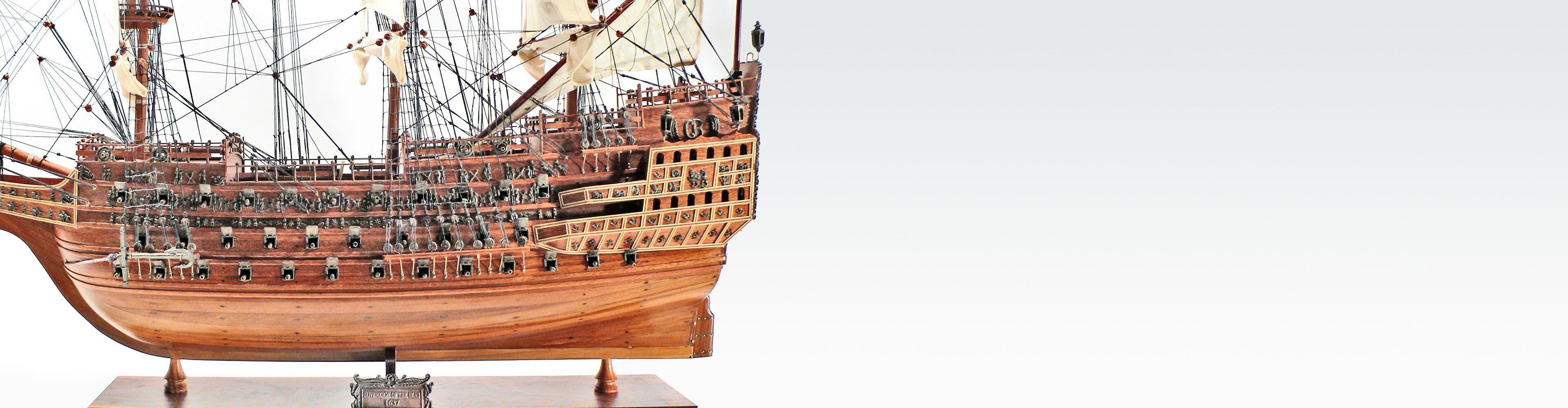 Wunderschöne, handgefertigte historische Schiffsmodelle aus Holz