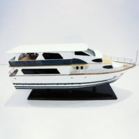 Handgefertigtes Schiffsmodell aus Holz der Livaboard