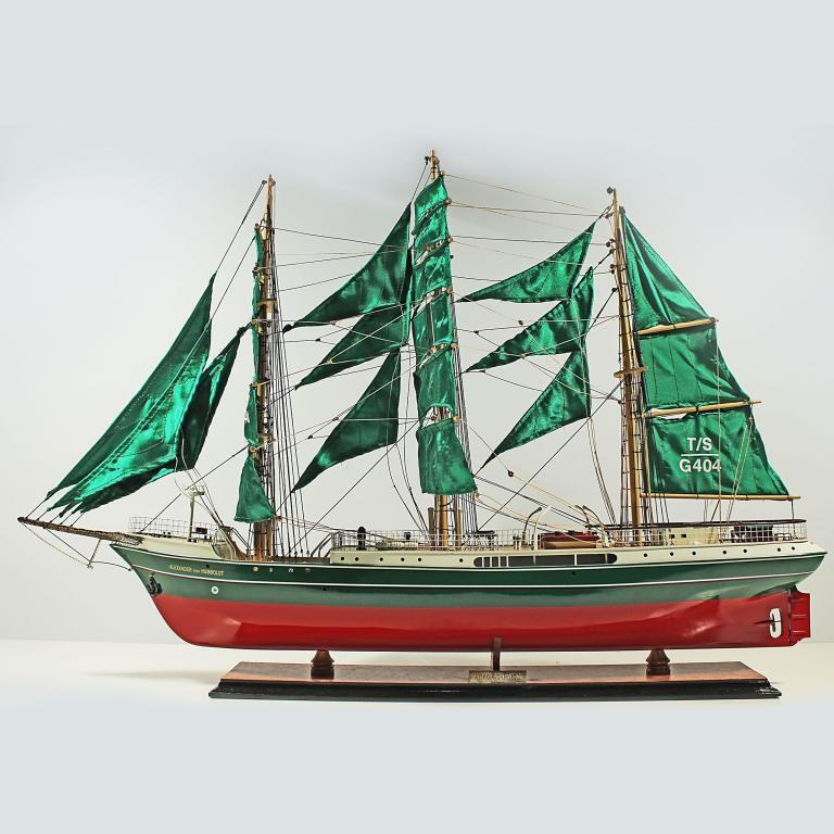 Handgefertigtes Schiffsmodell aus Holz der Alexander von Humboldt