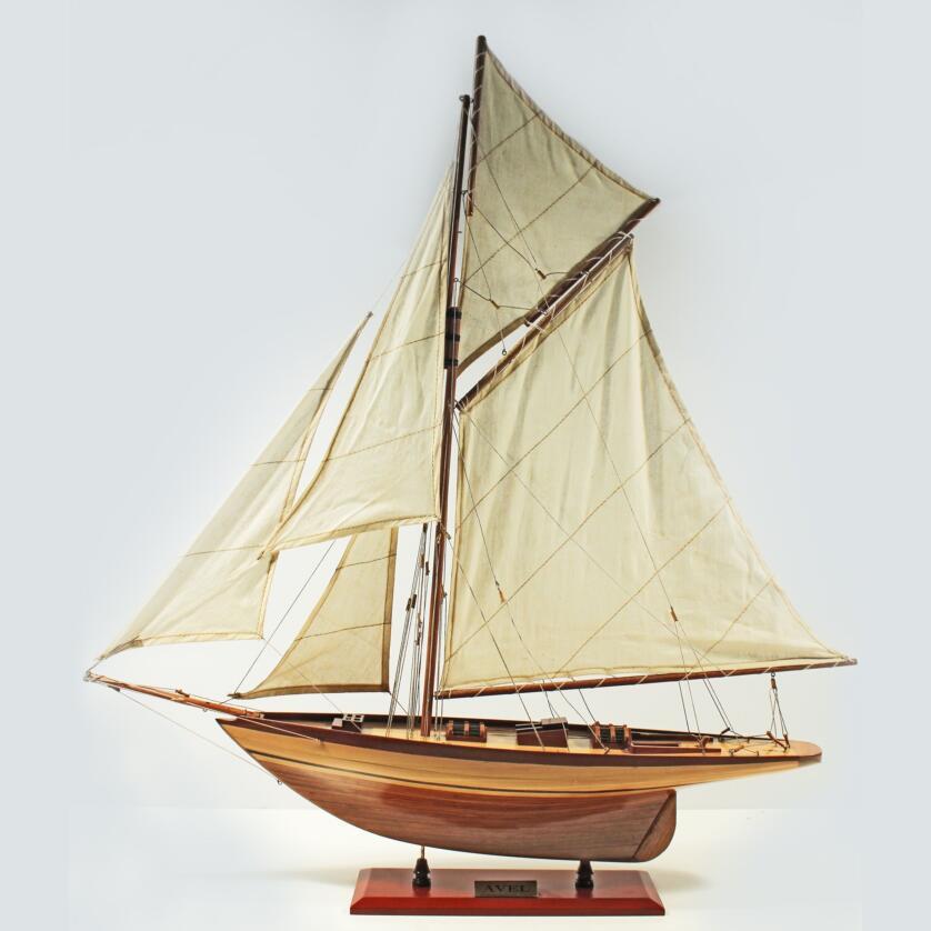 Handgefertigtes Schiffsmodell aus Holz der Avel