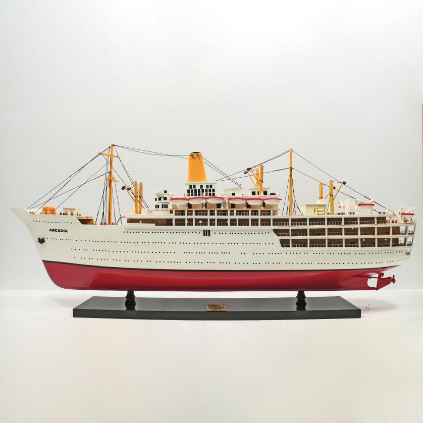 Handgefertigtes Schiffsmodell aus Holz der Arcadia
