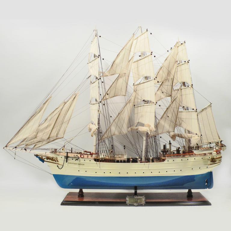Handgefertigtes Schiffsmodell aus Holz der Christian Radich