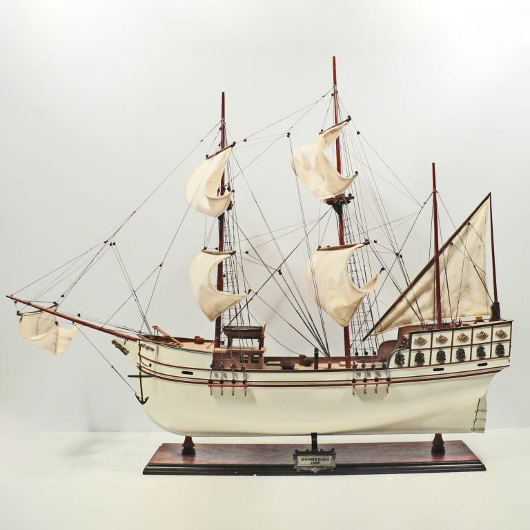 Handgefertigtes Schiffsmodell aus Holz der Donde Dieu