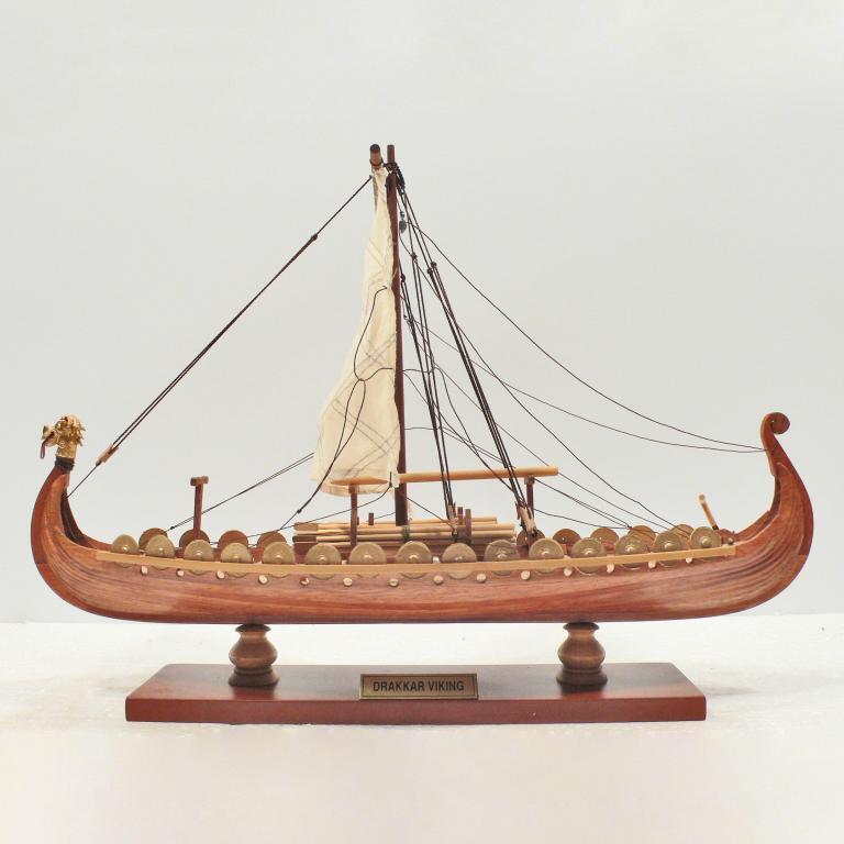Handgefertigtes Schiffsmodell aus Holz der Drakkar Viking