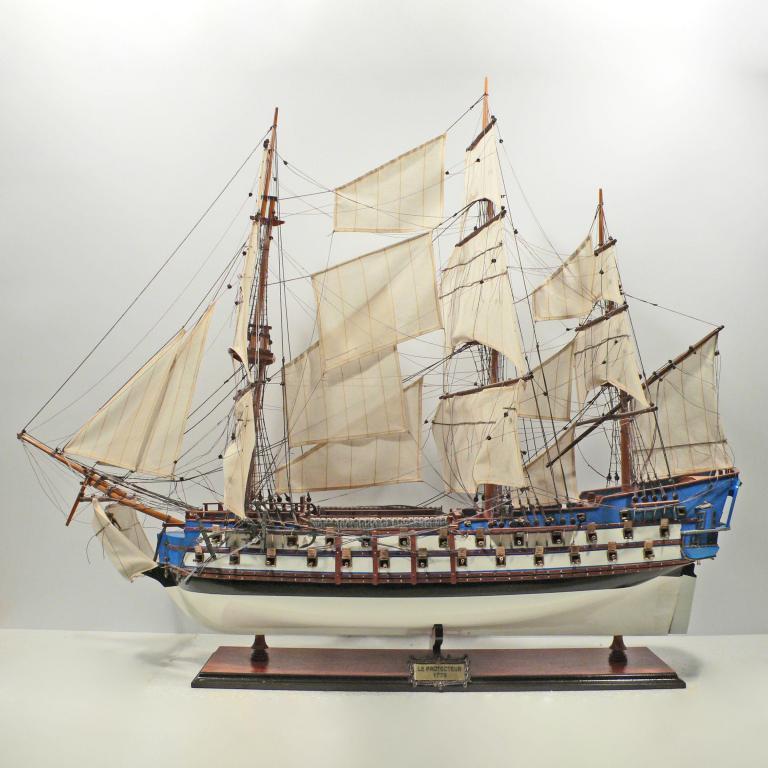 Handgefertigtes Schiffsmodell aus Holz der Le Protecteur