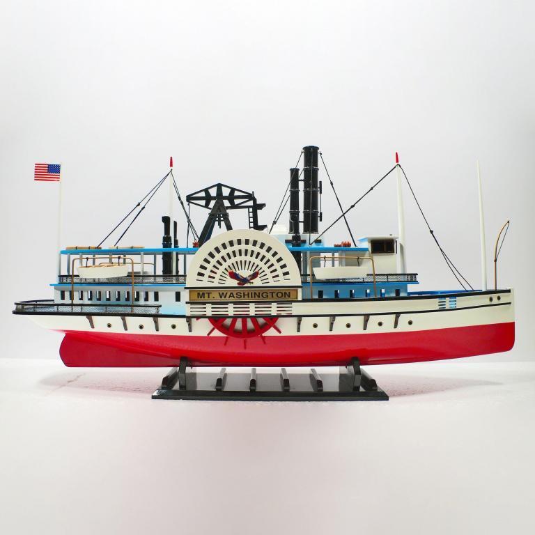 Handgefertigtes Schiffsmodell aus Holz der MT Washington