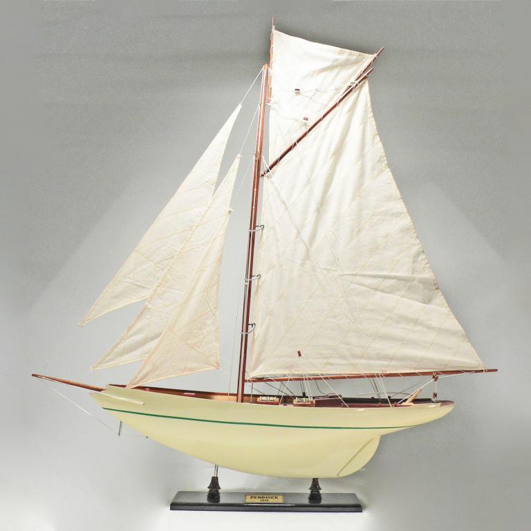 Handgefertigtes Segelschiffmodell der Pen Duick (weiß)