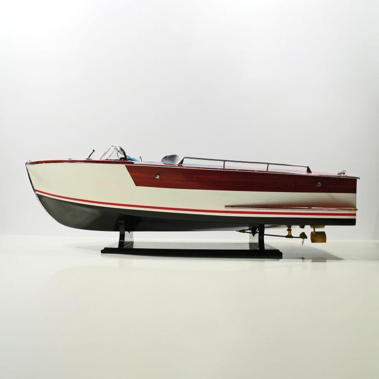 El modelo de lancha rápida hecho a mano de la Riva Junior
