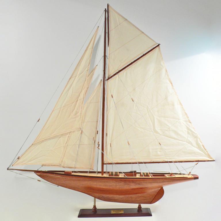 Handgefertigtes Schiffsmodell aus Holz der Tuiga (Segelschiffsmodell)