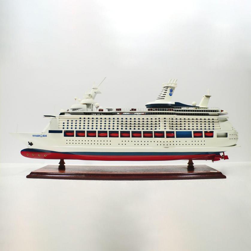 Handgefertigtes Schiffsmodell aus Holz der Voyager of the Seas