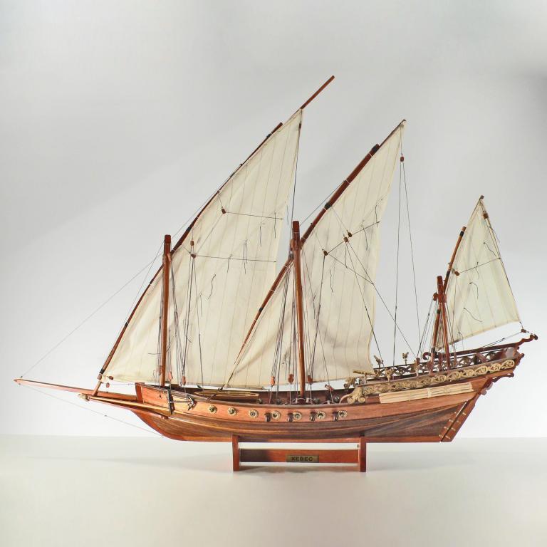 Handgefertigtes Schiffsmodell aus Holz der Xebec