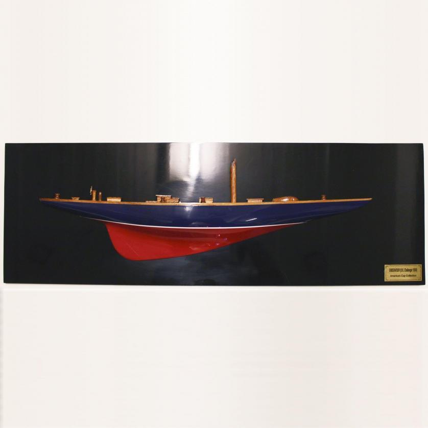 Handgefertigtes Schiffsmodell aus Holz der endeavour (rot, blau, schwarz, Halbmodell)