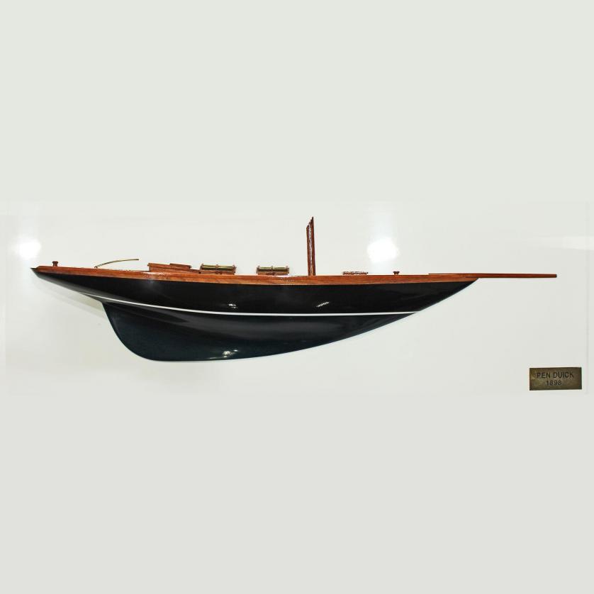 Handgefertigtes Halbmodell aus Holz der Pen Duick in dunkelblau
