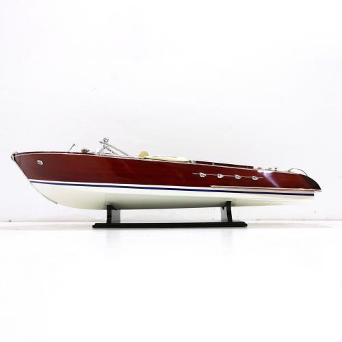 Handgefertigtes Schiffsmodell aus Holz eines Italienischem Speedbootes