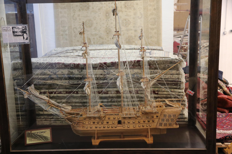 Größtes Streichholz Schiffsmodell der Welt (2,3 Meter lang aus rund 80000 Streichhölzern)